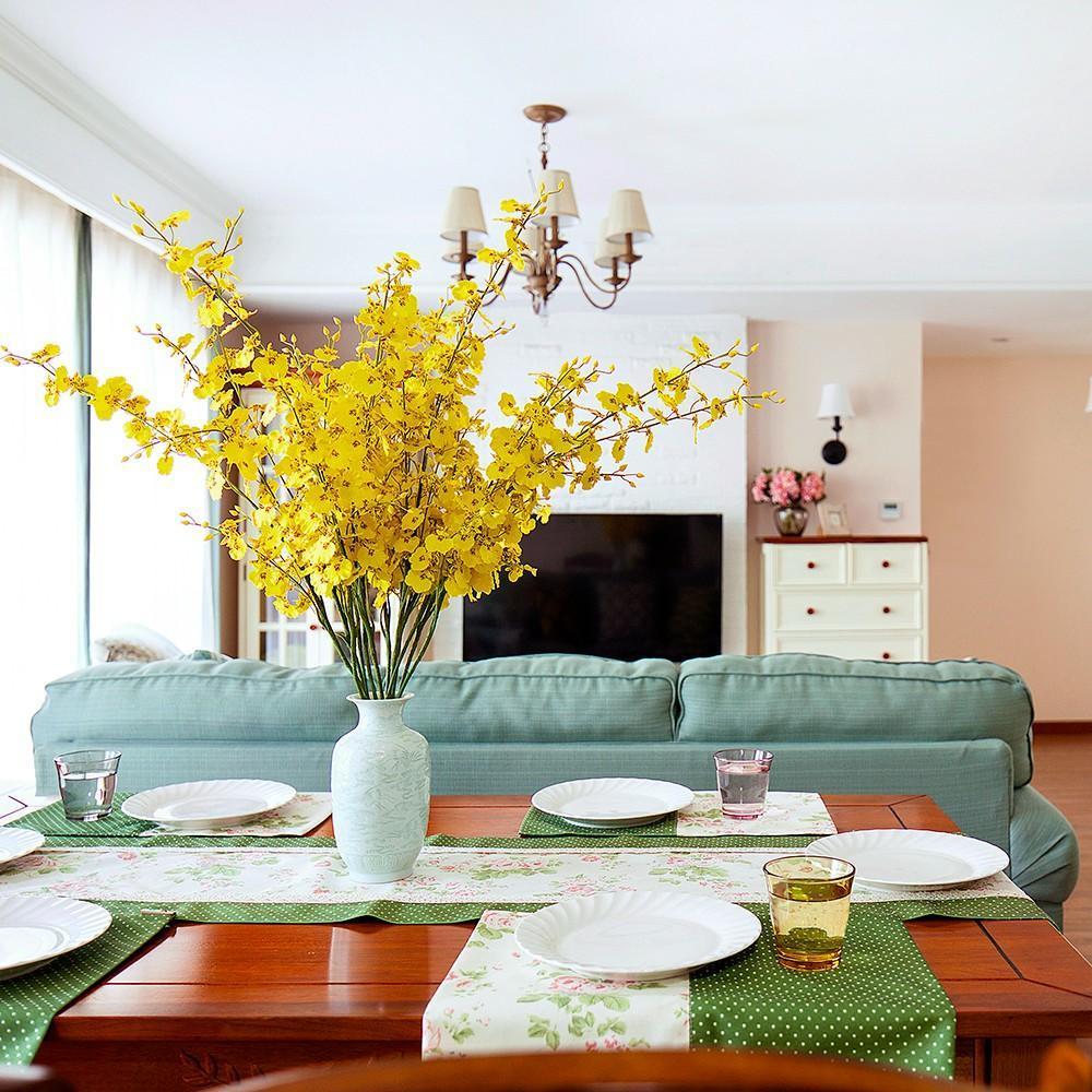 非常舒适的配色体系:素色简约线条沙发,浅色