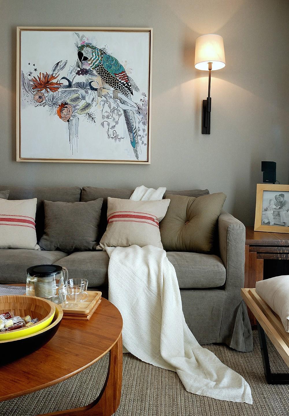 软木照片墙 实木餐桌更体现北欧风格